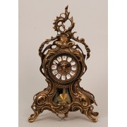 Часы с завитком с маятником цвет - каштан 35х20 см