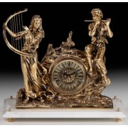 Часы на мраморной подставке